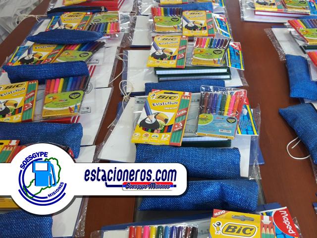 El kit de útiles escolares está destinado a niños de nivel inicial y primaria y también hay bolsas para estudiantes del nivel secundario.