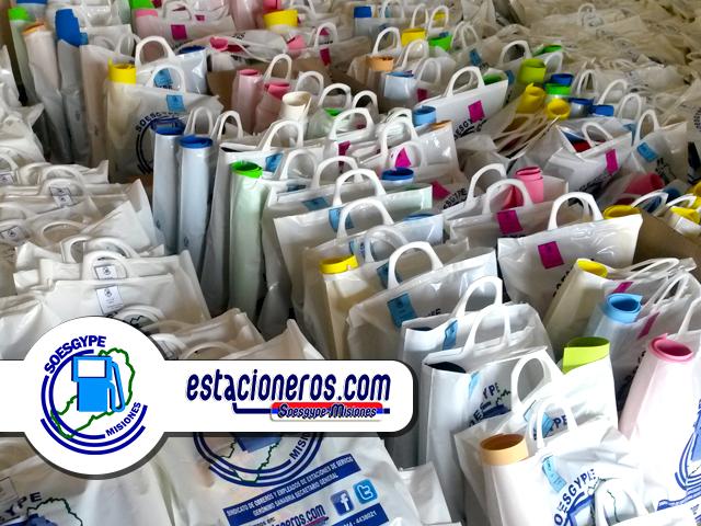 SOESGYPE MISIONES entregó bolsa de utiles escolares en forma gratuita para hijos de afilados en edad escolar