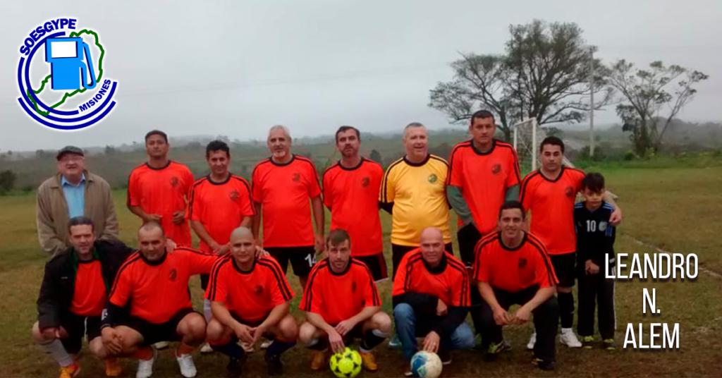 """También acompañamos a los Compañeros afiliados """"Estacioneros"""" de la ciudad de Leandro N. Alem, a quienes entregamos un equipo de camisetas de fútbol."""